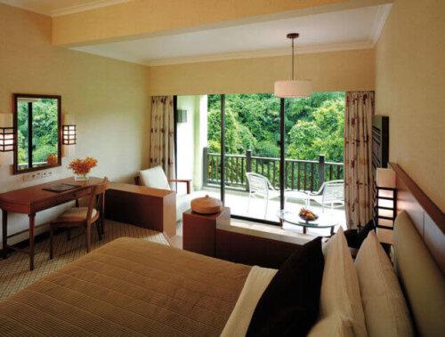 modern_fabric_bedroom_high_end_hotel_furniture_with_ebony_wood_veneer_finish_3