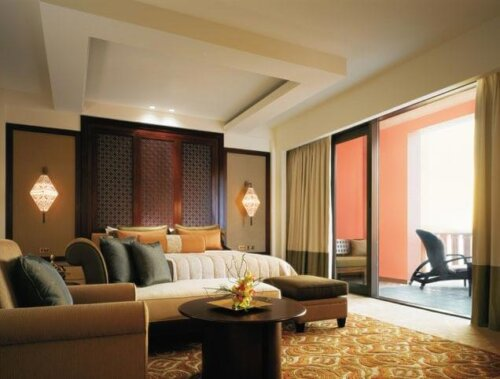 modern_king_size_bedroom_hotel_furniture_set_luxury_in_mdf_with_cherry_wood_veneer_finish_3